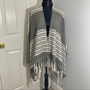 Sweaters - Blanket Poncho Gray Cream One Size